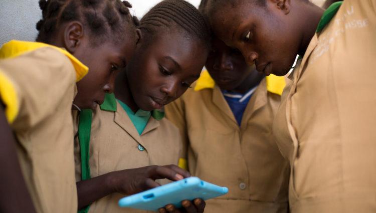 Etre une fille dans un monde digital : défis et opportunités // Regards croisés entre la France et l'Afrique de l'Ouest